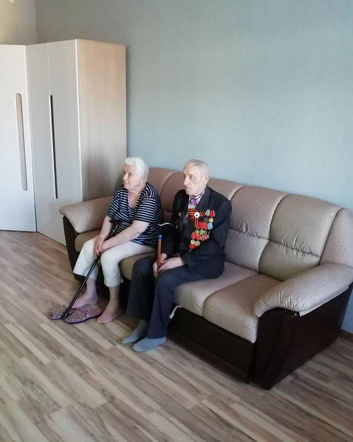 Мир не без добрых людей! Молодой человек бесплатно сделал ремонт в квартире ветерана Великой Отечественной войны