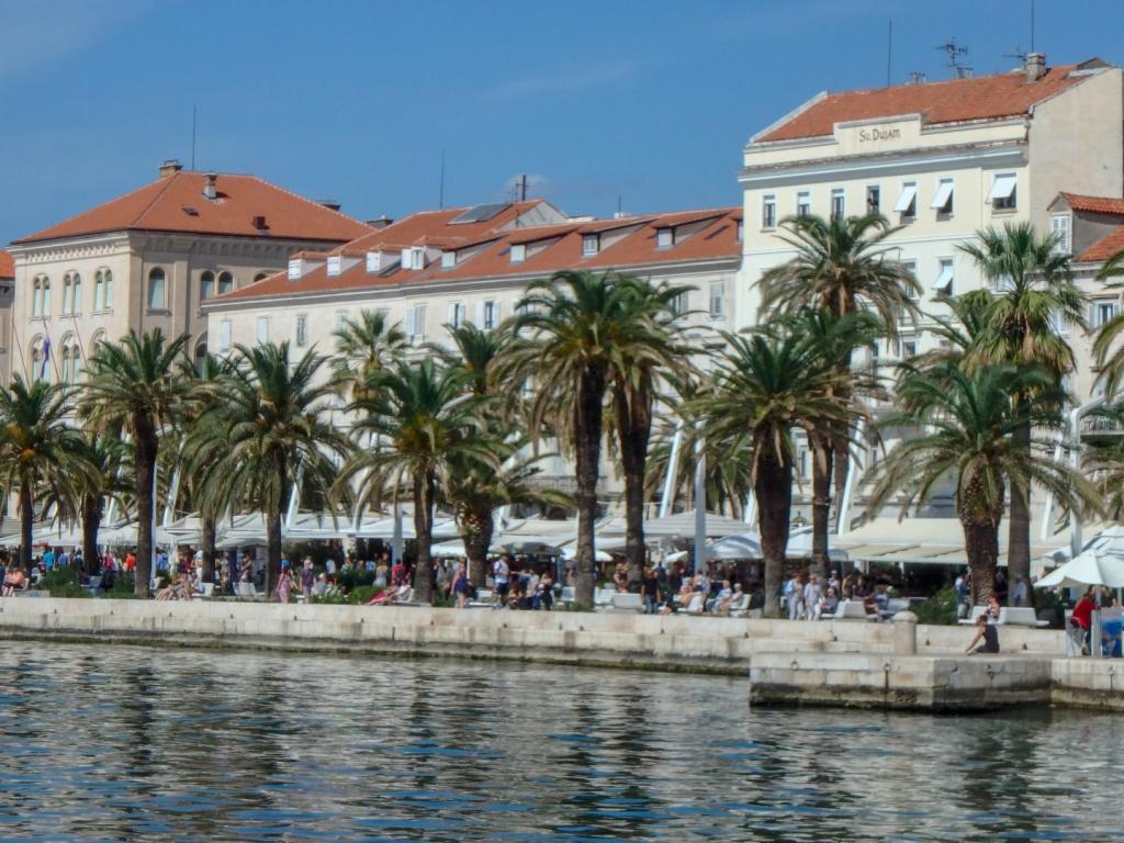 Дворец Диоклетиана, пляж Касьюни, древняя колокольня: чем заняться путешественнику в древнем городе Сплит (Хорватия) этим летом