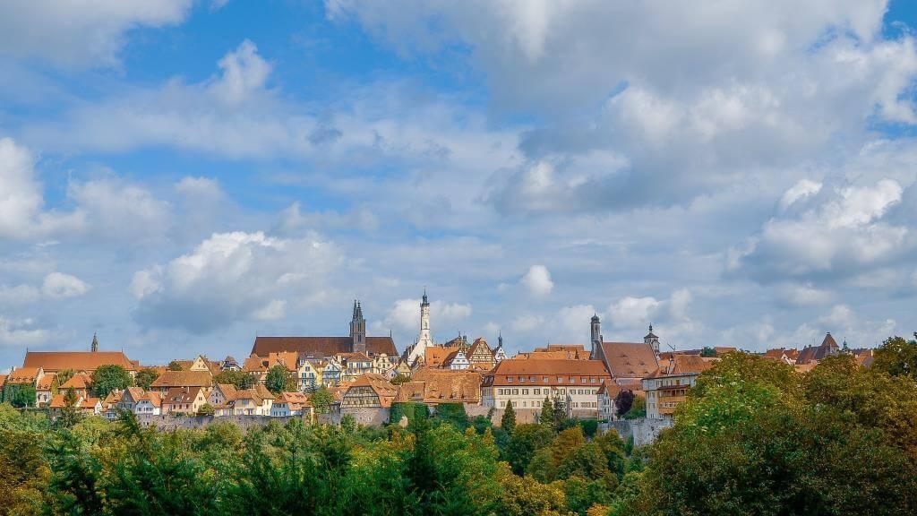 От Эдинбурга до Праги: 10 средневековых городов Европы, которые лучше всего сохранились до наших дней