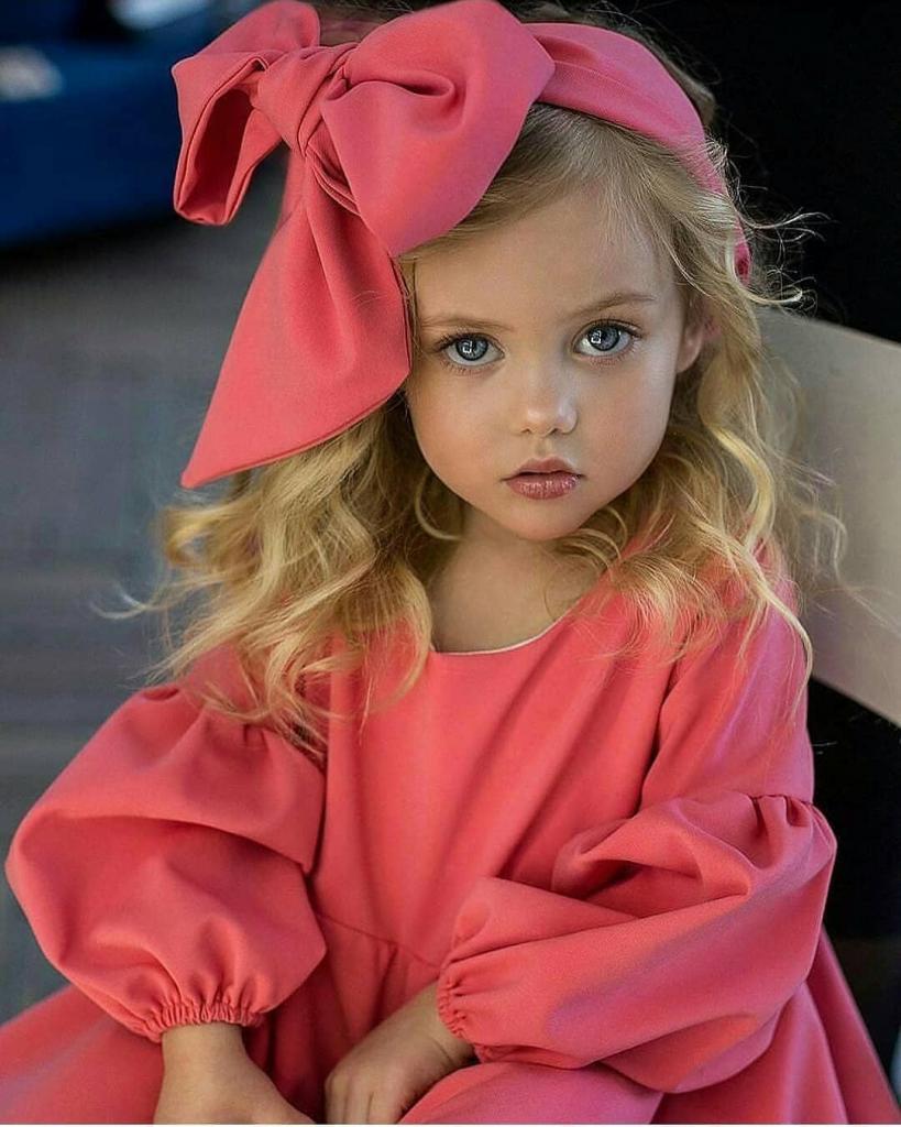 """4-летняя Виолетта Антонова: кто """"дышит в спину"""" самой красивой девочке Насте Князевой"""