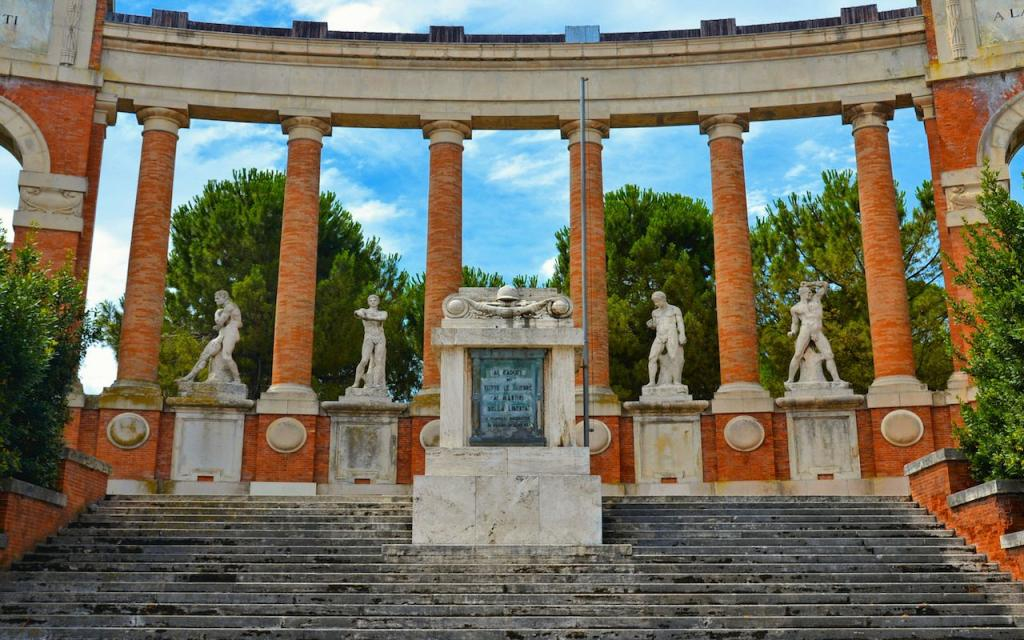 Таинственные горы Сибиллини, великолепные сорта вин, древний город Урбисалья: 6 причин, чтобы посетить колоритный регион Марке в центральной Италии