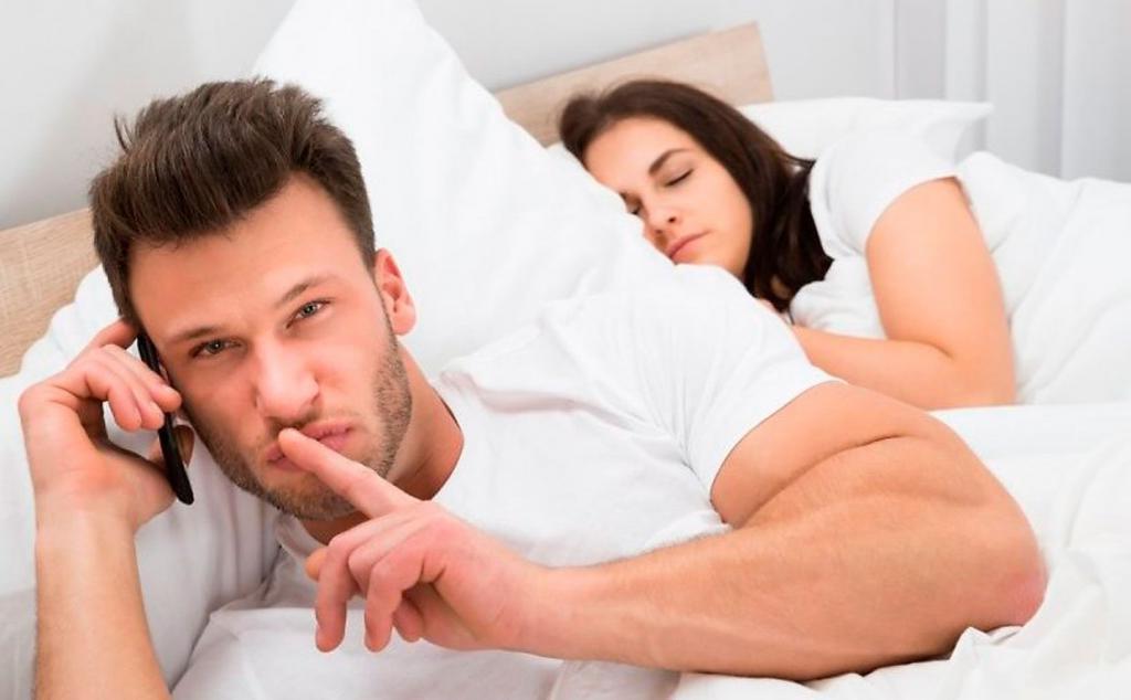 Признаки неверности, по которым сразу понятно, что ваша вторая половинка имеет отношения на стороне
