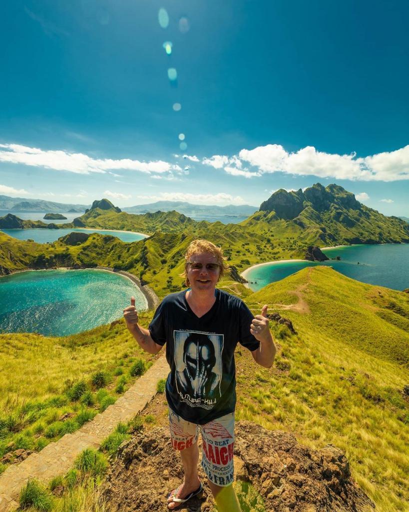 Рыжий из «Иванушек» расстался с женой, но нашел рай в Индонезии: фото