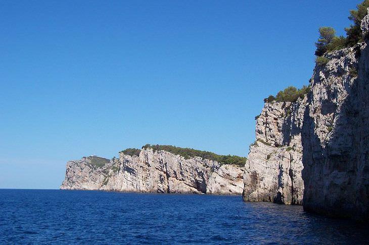 Прекрасные пляжи и бухты, скалы, средневековые города: какие из многочисленных островов Хорватии стоит посетить этим летом