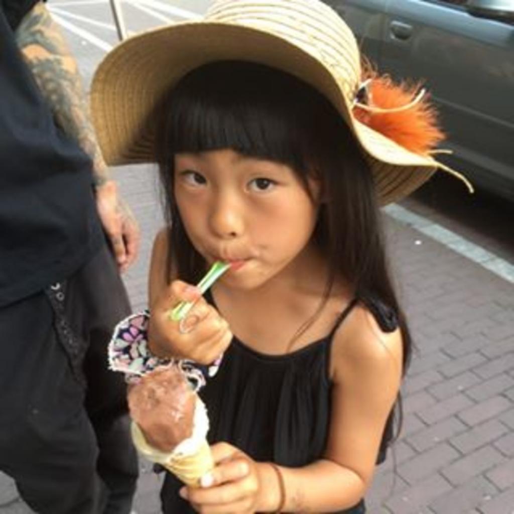 10-летняя японка набивает стильные татуировки, и к ней уже выстраиваются очереди из клиентов