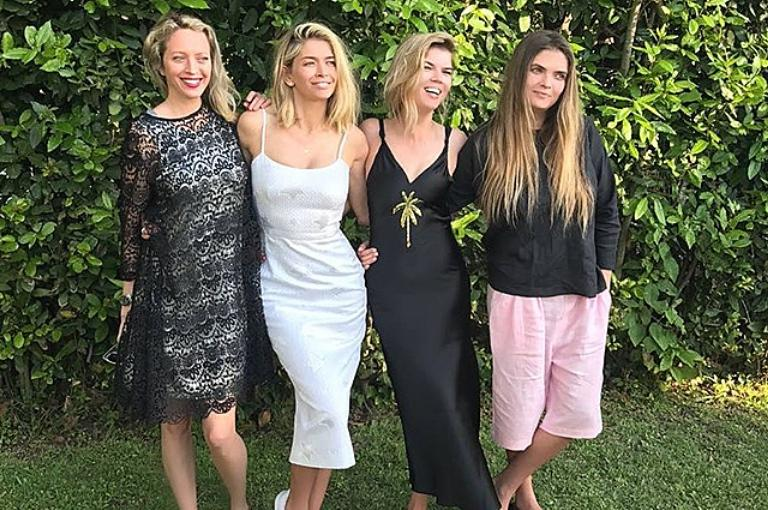 фото всех сестер веры брежневой фотоприколов, курение