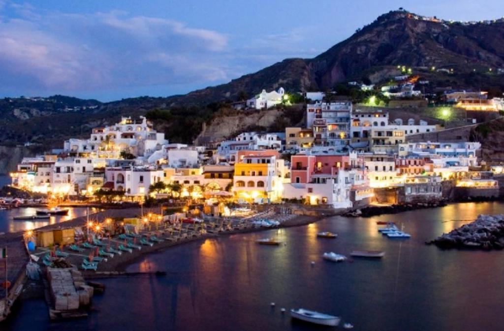 Есть острова, а есть Сант-Анджело. Невероятное райское местечко в Италии, о котором вы, скорее всего, никогда не слышали