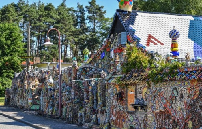 Немец построил дом из мусора, вложив в него не только душу, но и 100 тысяч евро