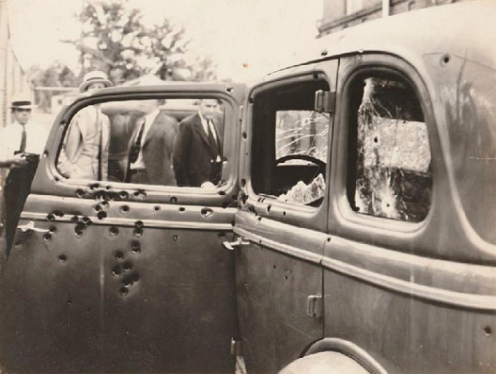 Бонни и Клайд: редкие фотографии самой известной криминальной пары