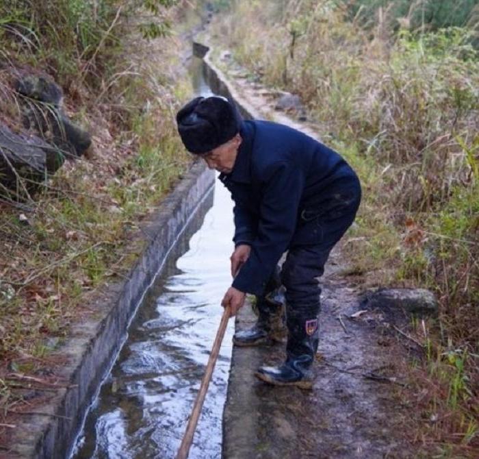 Мужчине потребовалось 36 лет, чтобы вырыть канал в горе: проект этого человека взволновал мир