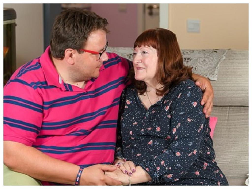 Ей был 51 год, а ему 17, но это не помешало им пожениться: как живет нестандартная пара спустя 18 лет