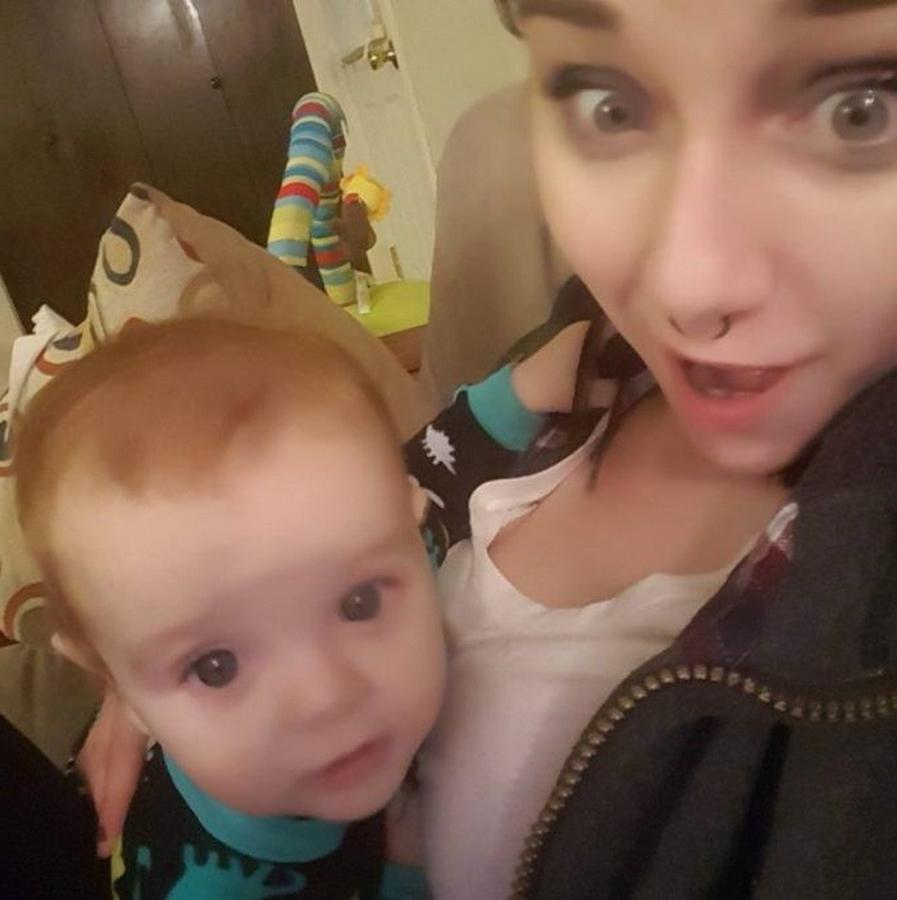 Увидев, что мать кормит грудью младенца в пиццерии, сотрудница попросила ее уйти