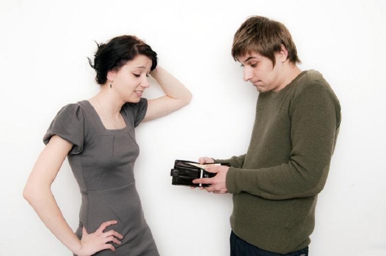 """""""Денег нет, а жена транжира"""": друг мужа пожаловался на супругу, которая мешает экономить"""