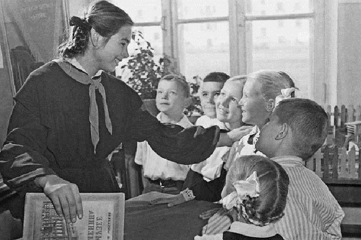 Дисциплина или скудоумие: запреты в СССР, действовавшие для школьников, и смешные для нас сегодня