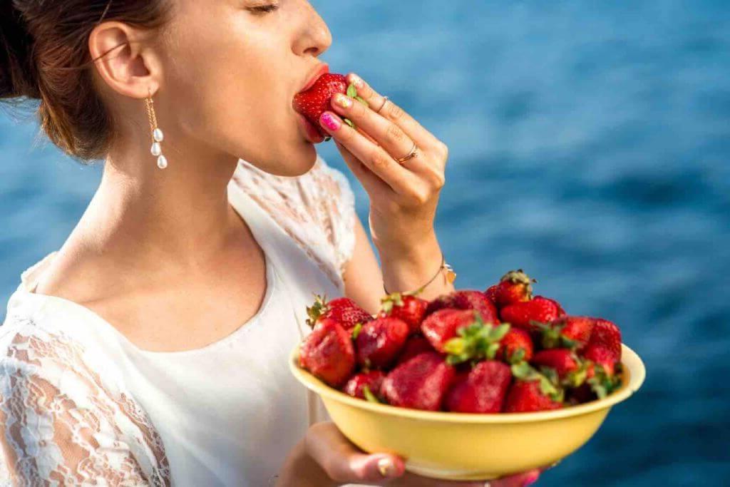 Чем полезна клубника диета