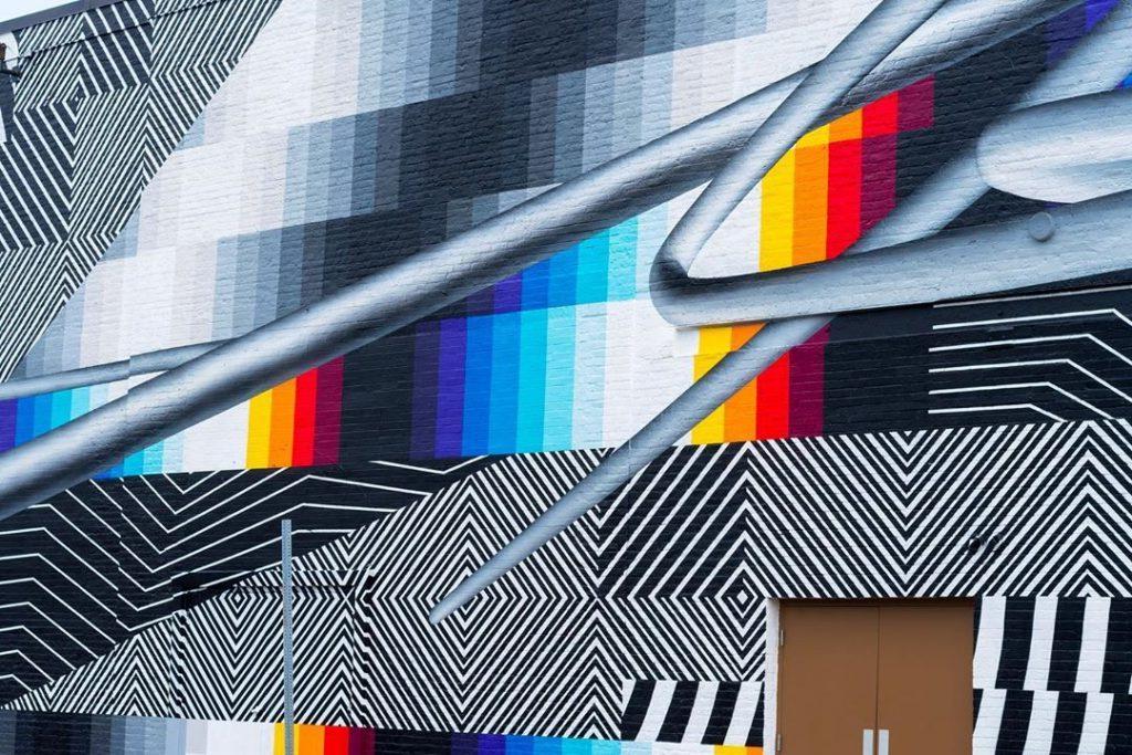 Волшебное зрелище: яркая цифровая фреска Felipe Pantone появилась на нью-йоркском концертном зале