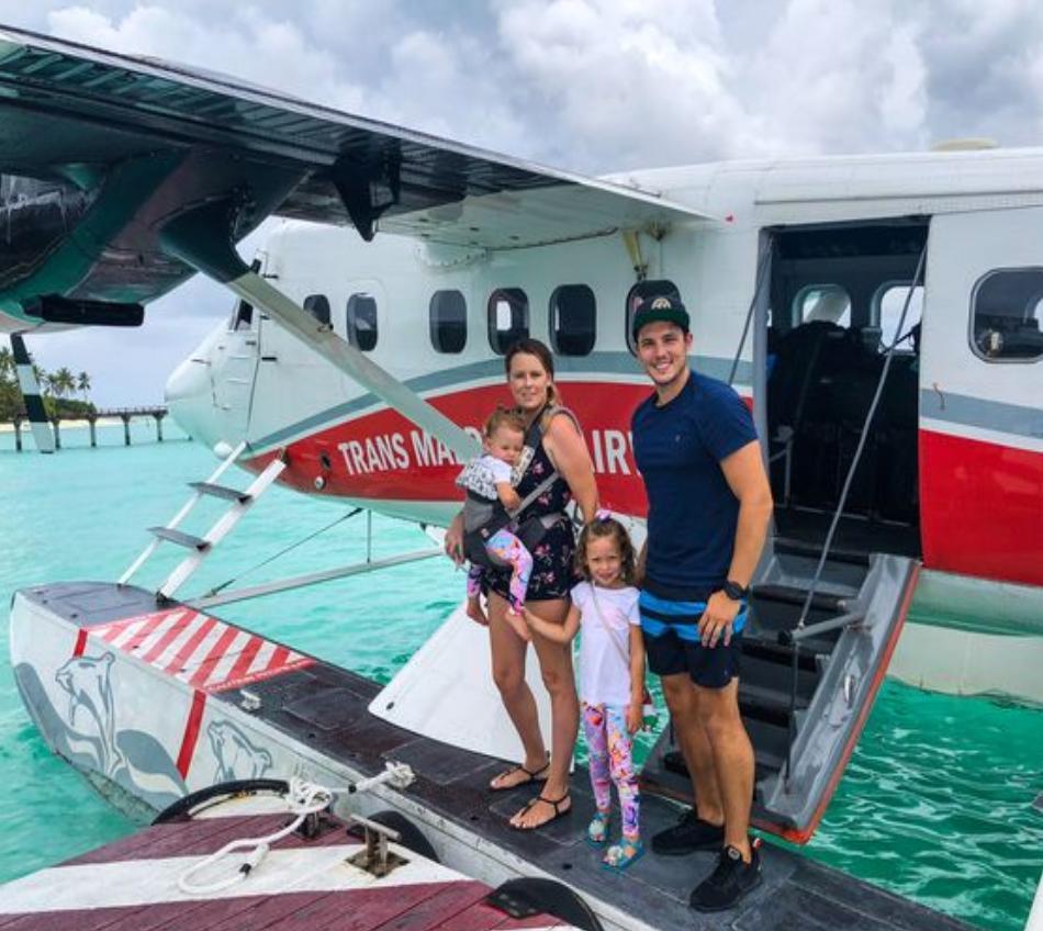 Муж с женой и двумя маленькими детьми бросили все и путешествуют по свету