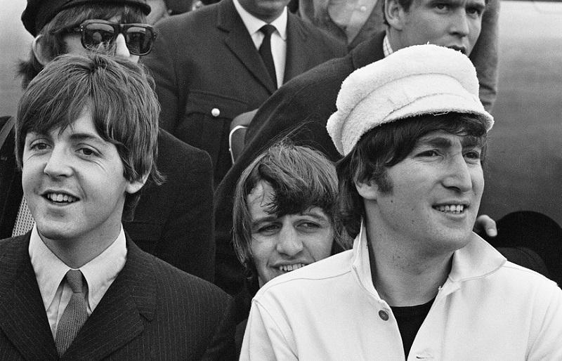 «Элинор Ригби»: кто же написал эту песню, Джон Леннон или Пол Маккартни?