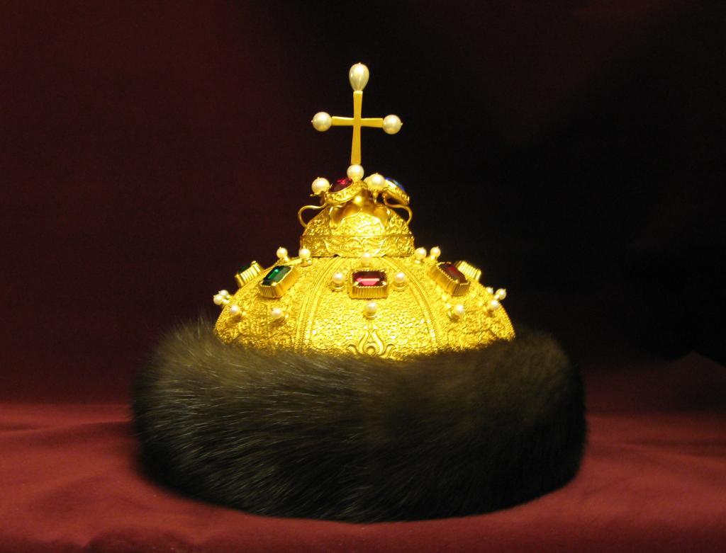 Женская тюбетейка или символ монарха: каково происхождение шапки Мономаха
