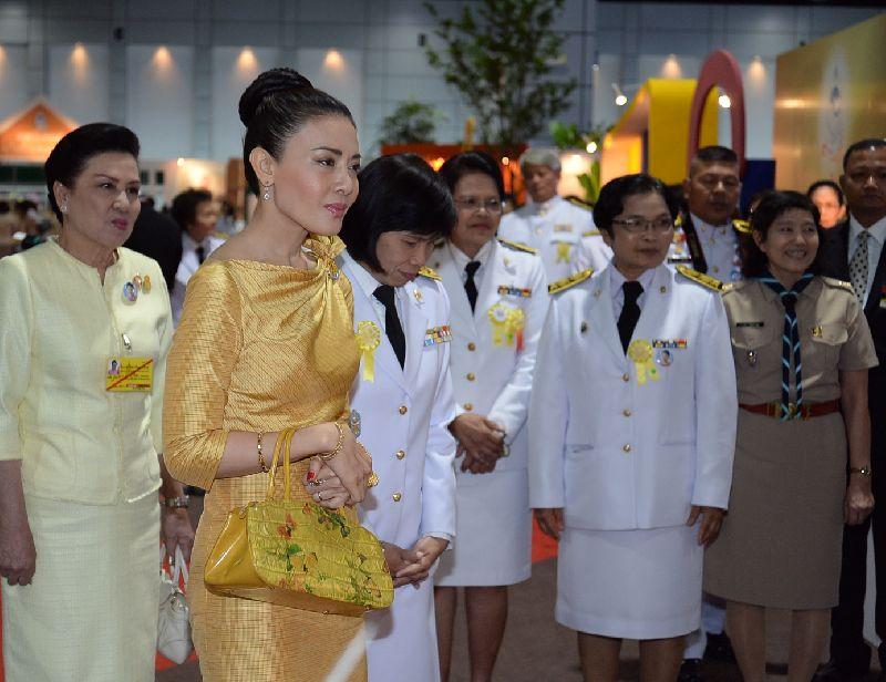 Почему король Таиланда развелся с женой и арестовал всех ее родственников