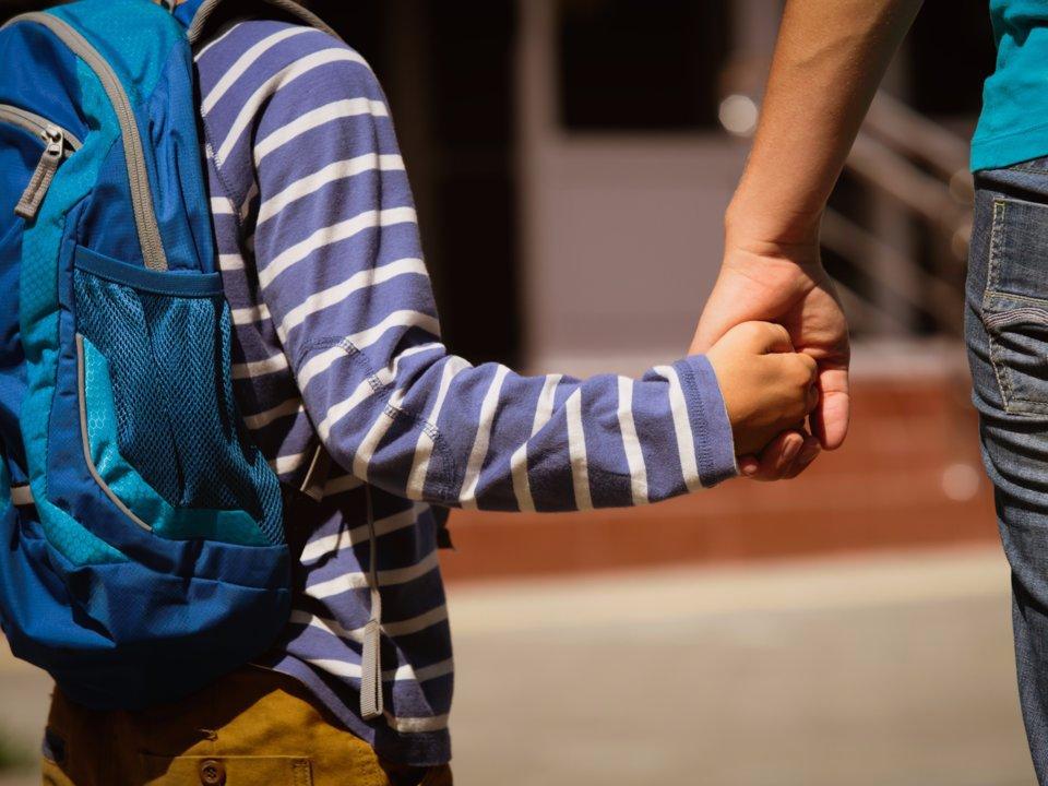 """""""Ничего страшного"""", """"хватит плакать"""", """"ты самый умный"""": 5 стандартных фраз, которые пагубно влияют на детей"""