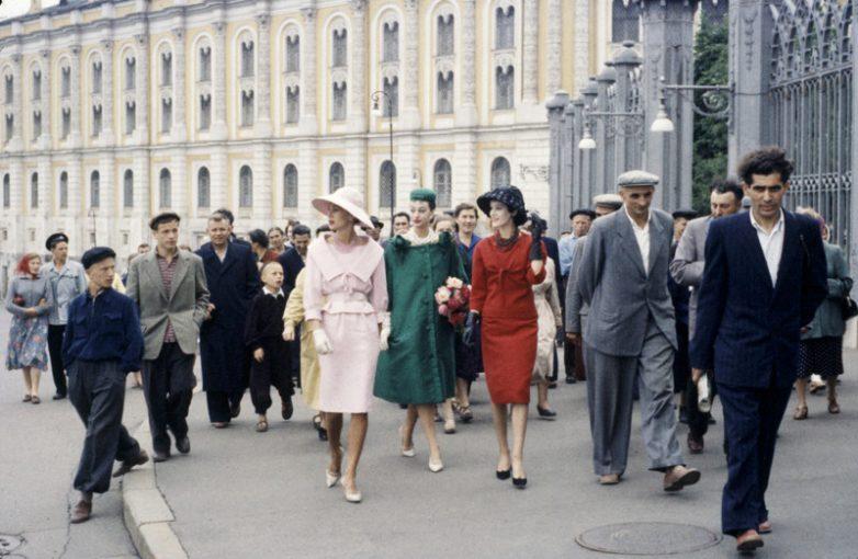 Кого в СССР называли «вешалками» и почему КГБ контролировал их каждый шаг