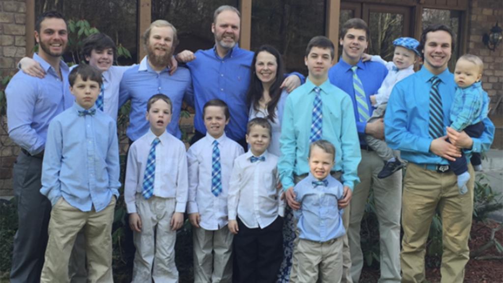Родители семьи, в которой 14 мальчиков, прославились, дав своему последнему сыну необычное имя