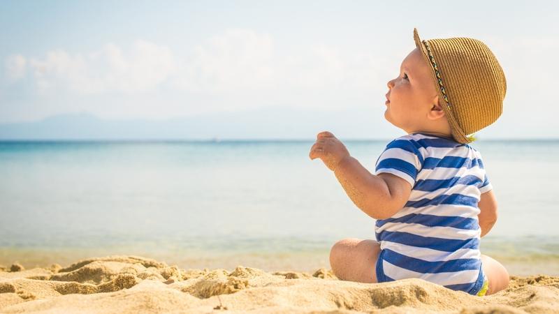 Никаких ограничений: лучшие советы для путешествия с младенцами и маленькими детьми этим летом