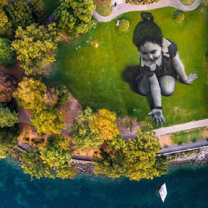 """Гигантские биоразлагаемые граффити французского художника Сайпа, украшающие французские поля, лучше всего видны с дронов и """"живут"""" только несколько дней"""