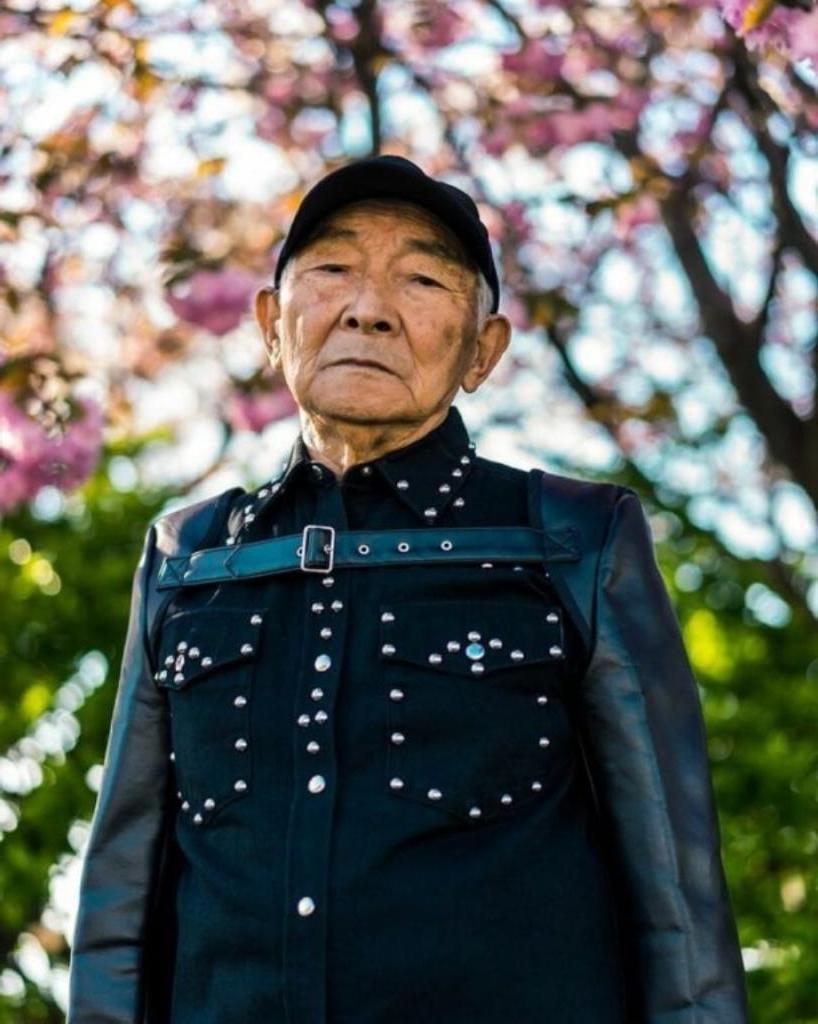 Никогда не поздно: благодаря своему внуку 84-летний дедушка стал моделью