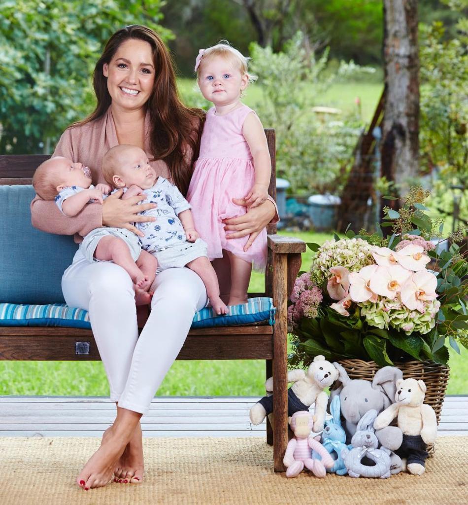 """""""Сделаем это по-быстрому"""": женщина родила троих малышей в течение 11 месяцев"""