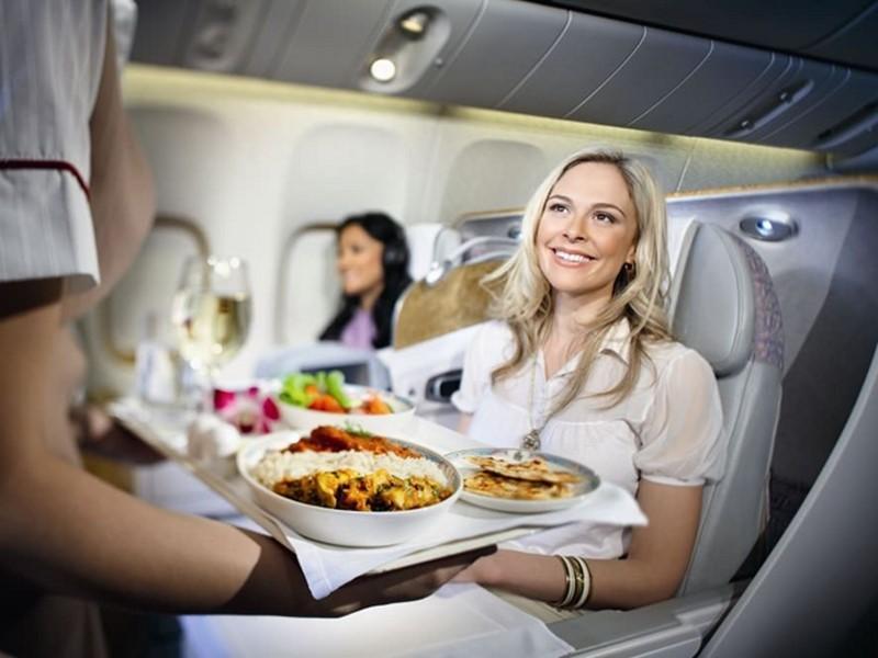 Почему в самолете еда отличается на вкус, и что можно с этим чувством сделать
