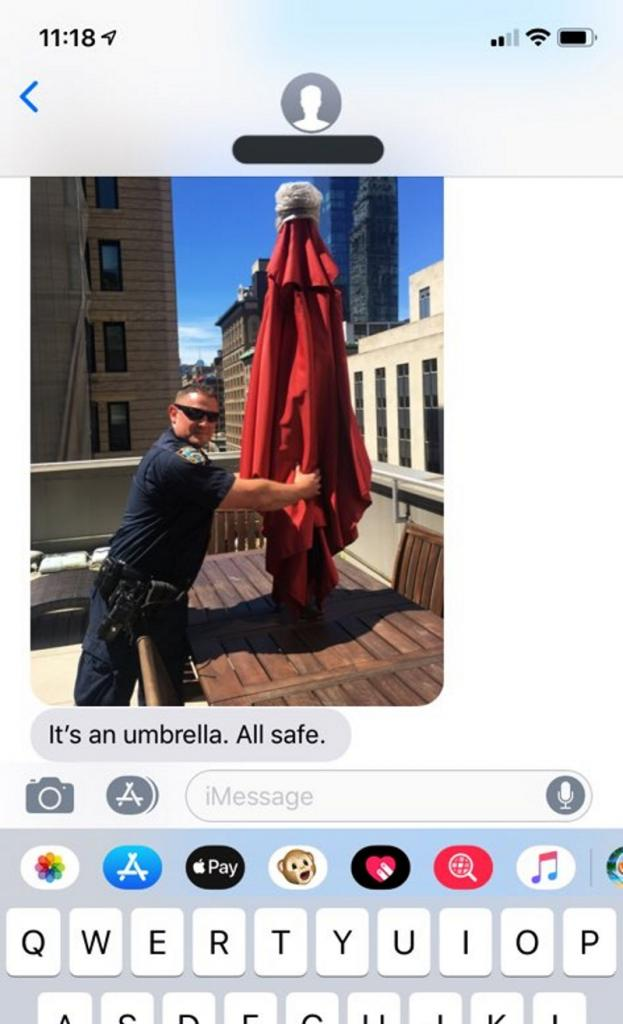 Девушка увидела женщину в красном платье на крыше и позвонила 911. Но приехавшим спасателям не пришлось выполнять свою работу: на крыше была вовсе не женщина
