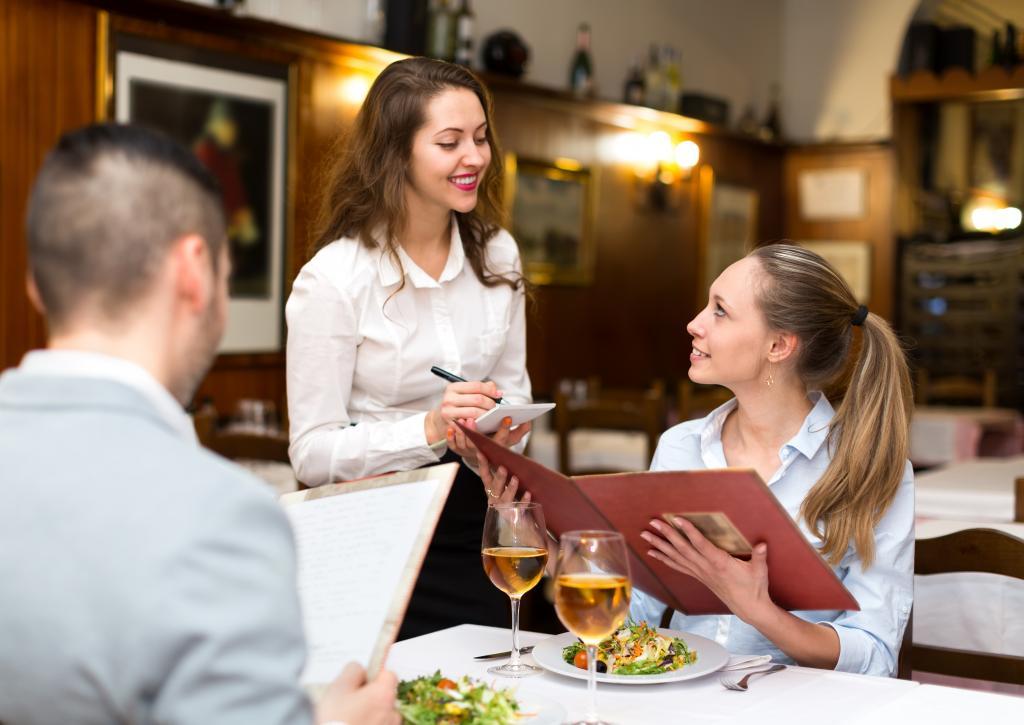 стахов был фото сервис в ресторане платье