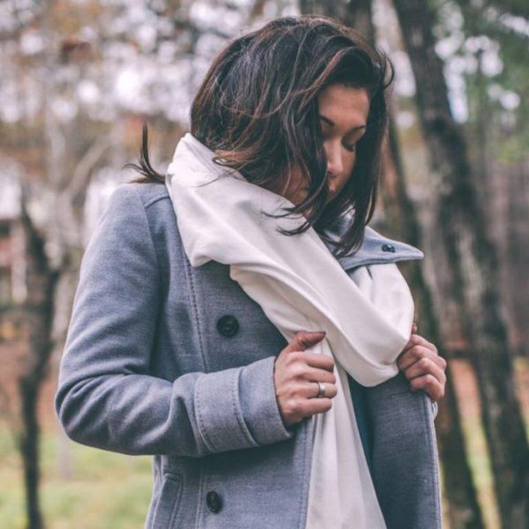 Необходимый аксессуар для прогулок в 21 веке: шарф со свойствами респиратора изобрела американская супружеская пара
