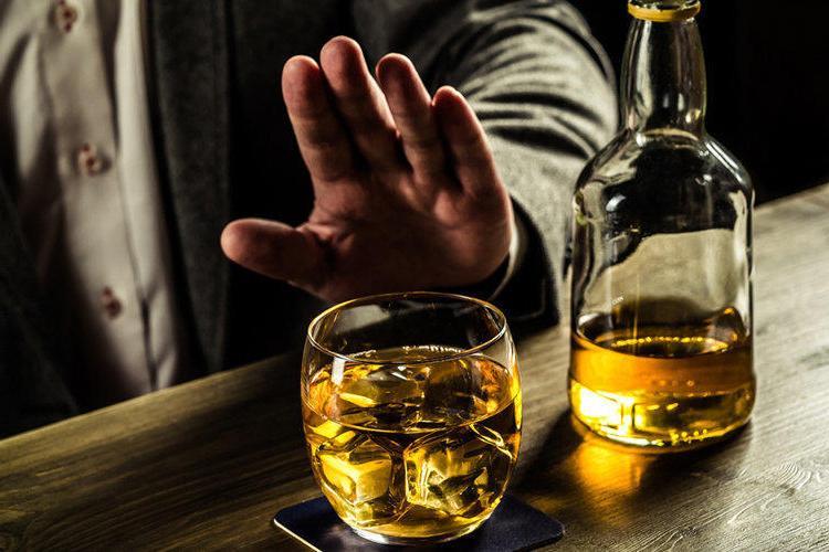 """Стоит сказать """"нет"""" алкогольной зависимости, курению, вредным привычкам: как мужчине прожить дольше?"""