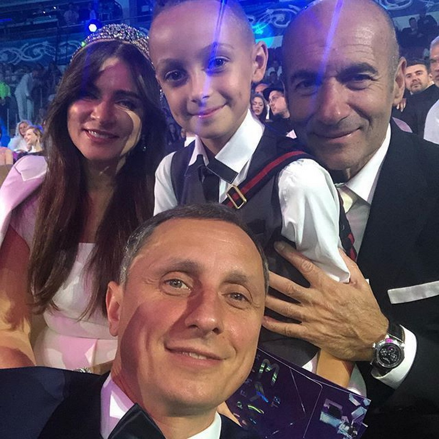 Вадим Галыгин вывел в свет 8-летнего сына. Не все поклонники юмориста оценили стиль и прическу мальчика
