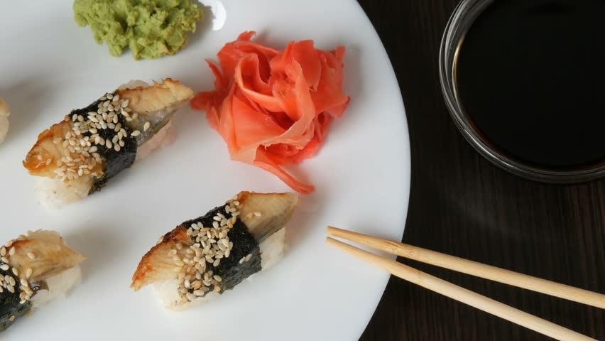 Японские правила: русские неправильно едят имбирь, подаваемый к роллам