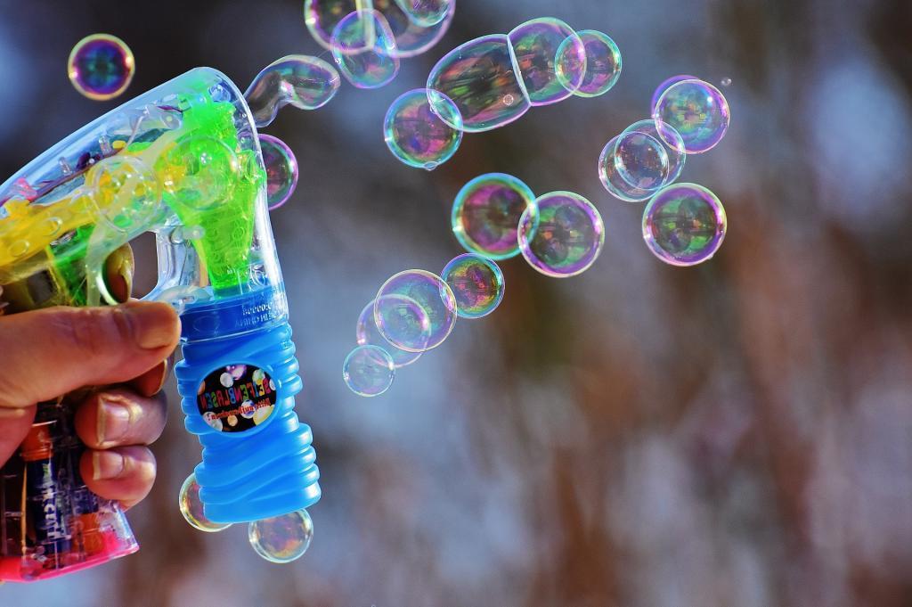 Деньги останутся в кошельке: экономные мыльные пузыри своими руками