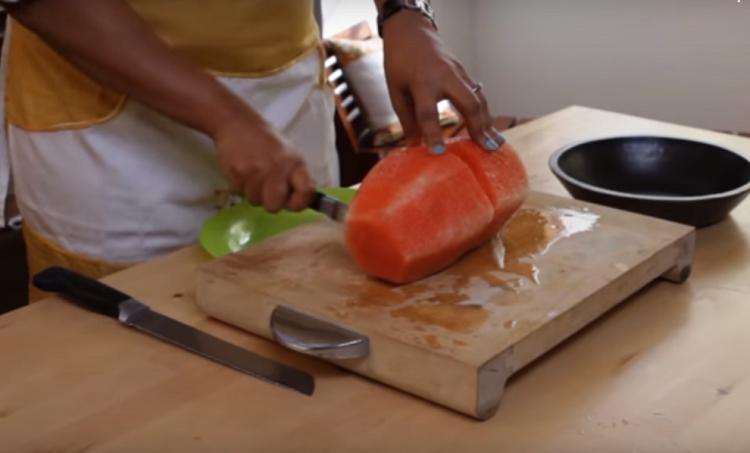 Семена в арбузе – настоящая беда: маленькая хитрость, как от них легко избавиться