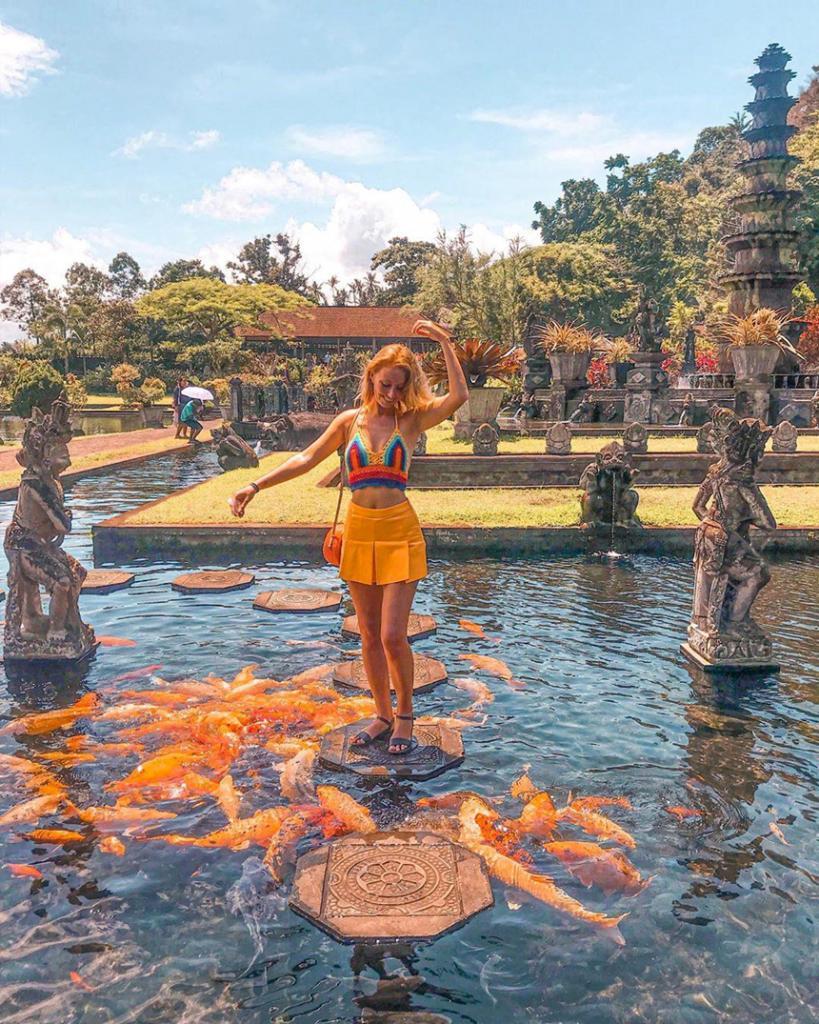 Место для красивых фото. Водный дворец Тирта Ганга на  Бали популярен у туристов
