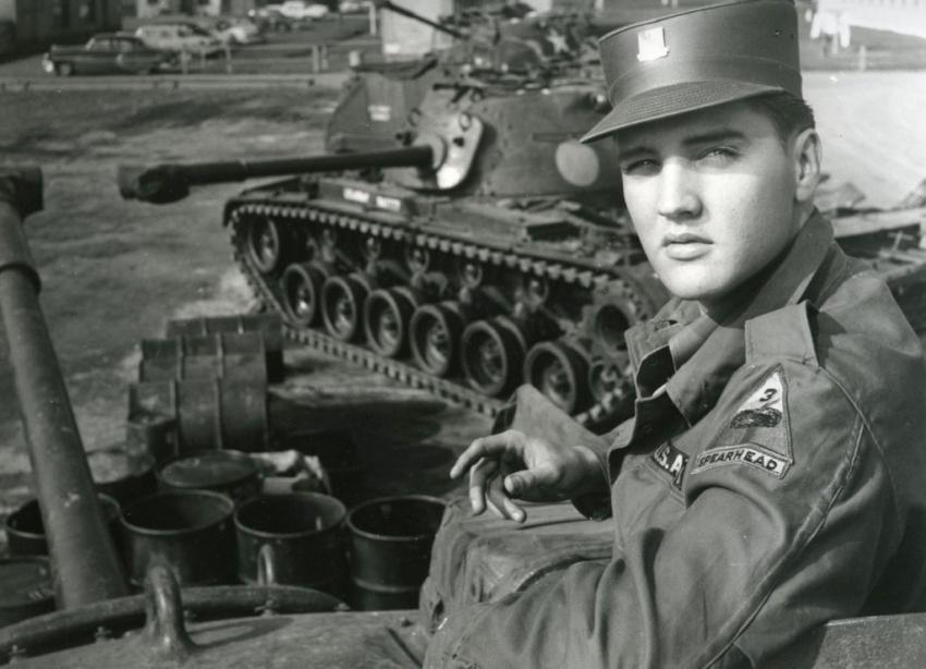 Они не «косили» от армии: Федор Добронравов, Чак Норрис, Элвис Пресли и другие знаменитости, не побоявшиеся службы