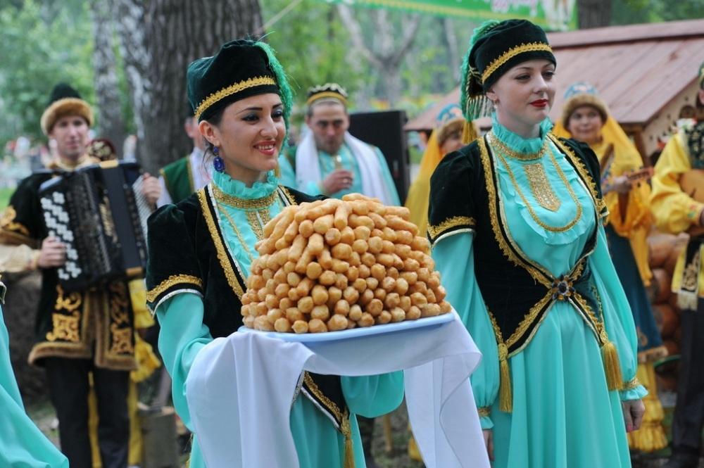 собрали два фото с татарами уже
