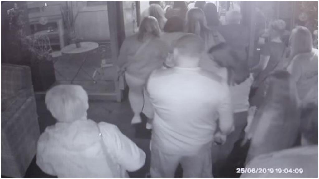 В результате ложной пожарной тревоги все клиенты разбежались из ресторана, не заплатив