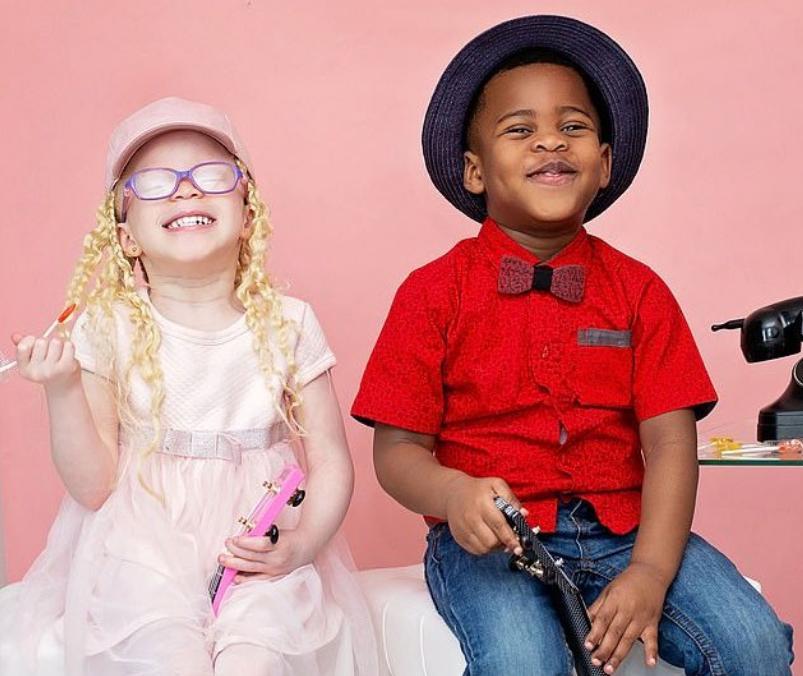 Женщина родила близнецов: белую девочку и темнокожего мальчика. Никто не верит, что оба ребенка ее