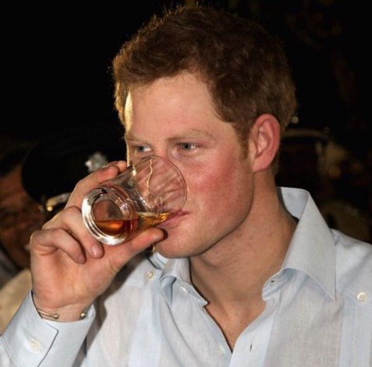 Вино для Меган Маркл, мартини для Елизаветы II. Любимые напитки королевской семьи