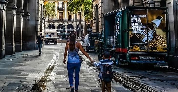 Испанцев приговорили к тюремному сроку за то, что их дочь пропустила школу больше 100 раз