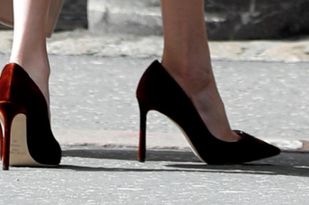Почему герцогиня Меган Маркл всегда носит туфли, которые ей велики