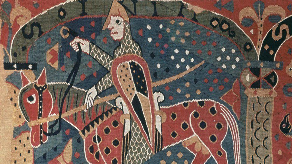 Археологи вскрыли могилы викингов в Швеции. Личные вещи, найденные в захоронении, их удивили