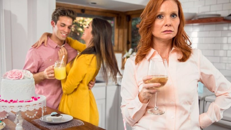 """""""Не хочу видеть ее в своем доме,"""" - сказала свекровь. Прошло время и невестка ответила женщине ее же словами"""